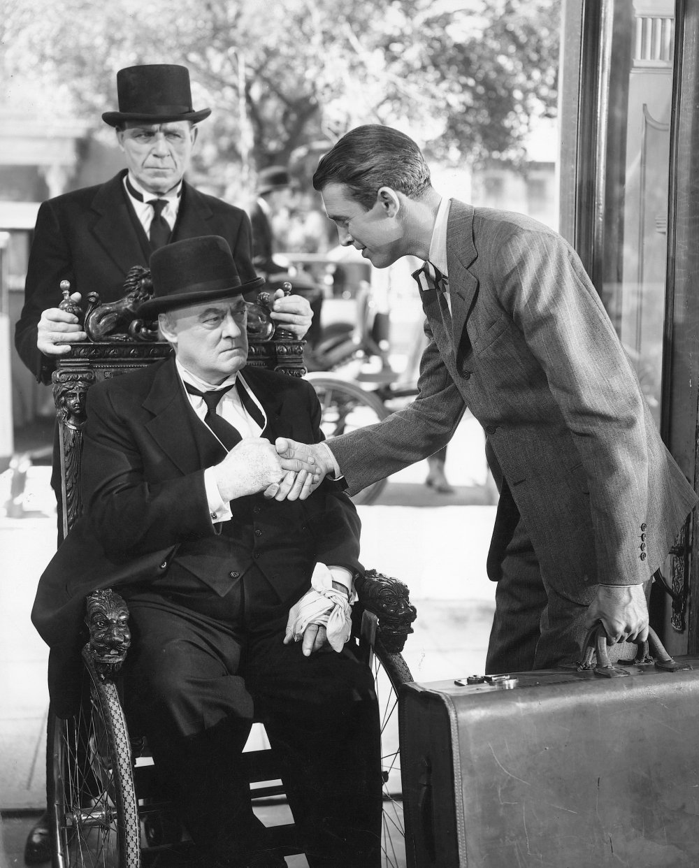 its-a-wonderful-life-1947-006-lionel-barrymore-on-wheelchair-and-james-stewart-shake-hands-00m-d52.jpg