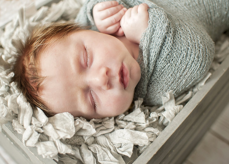 Newborn sessions typically take place between five and seven days old the best time to schedule your portrait session is when you are about twenty weeks