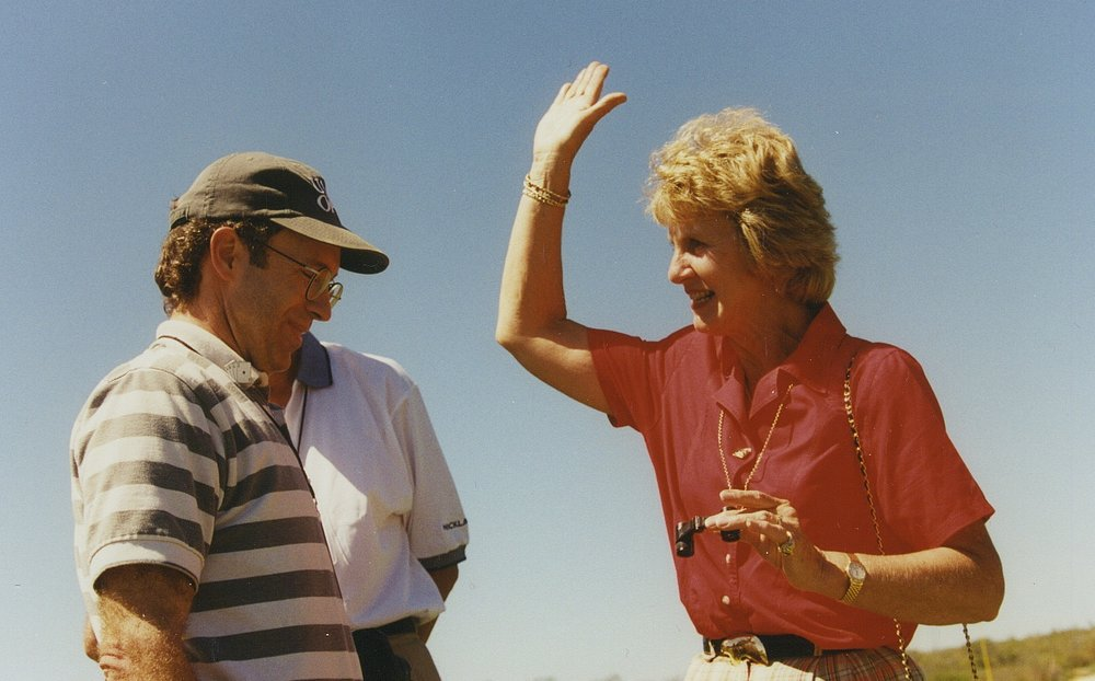 Hondo celebrity PGA Barbara Nicklaus high 5 @ Palmilla '97.jpg