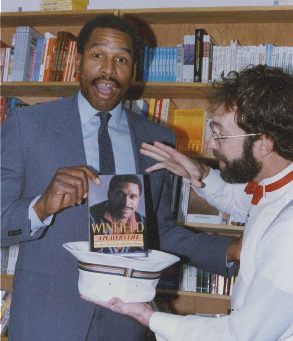 Hondo celebrity MLB Dave Winfield book from hat magic @ Hungry Mind.jpg