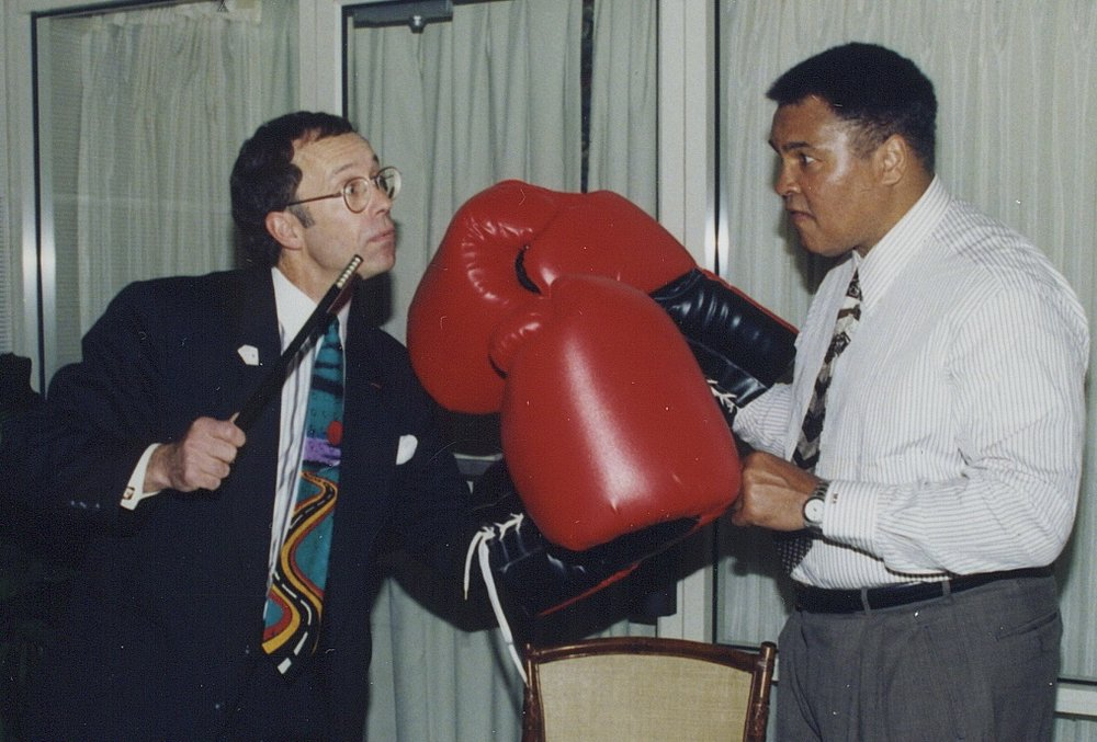 Hondo celebrity Muhammad Ali boxing glove pose.jpg