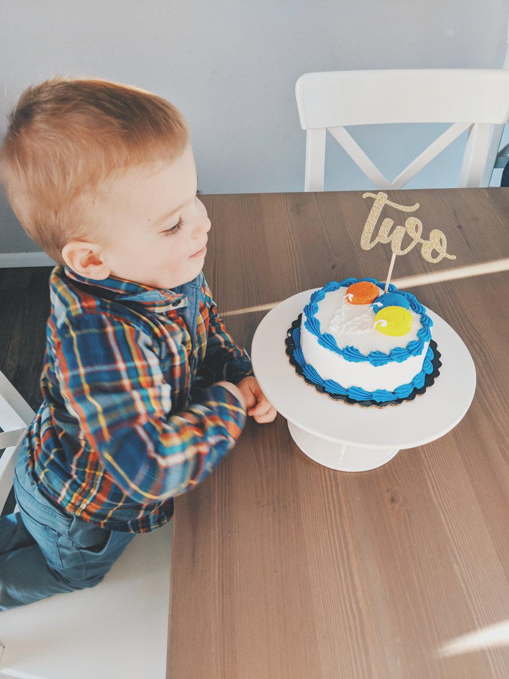 Cake topper c/o  GlitterPartyCo