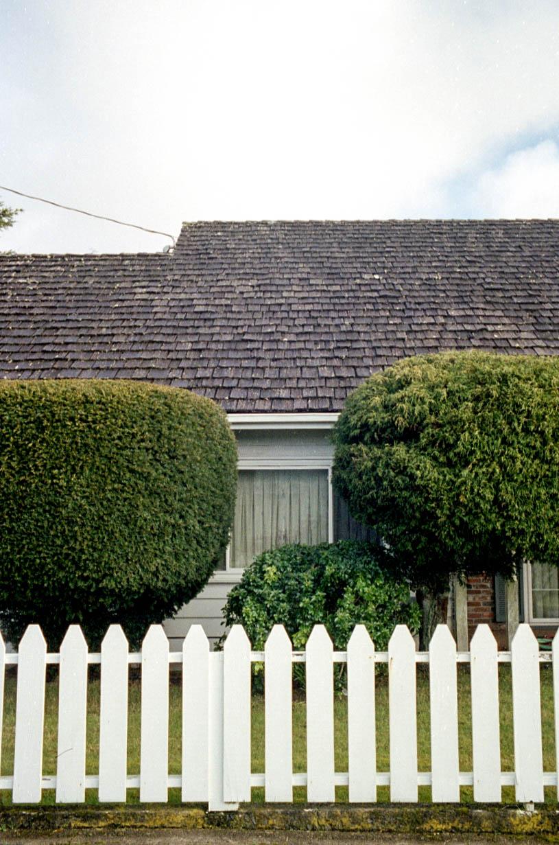 M7-116.newport.fence_house.jpg