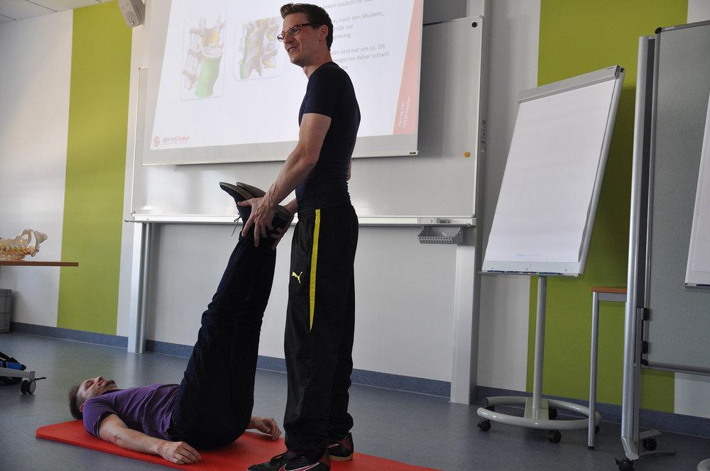 Wirbelsäulenspezialist Wien, Bandscheibenvorfall Wien, zertifizierter Rückentrainer Wien