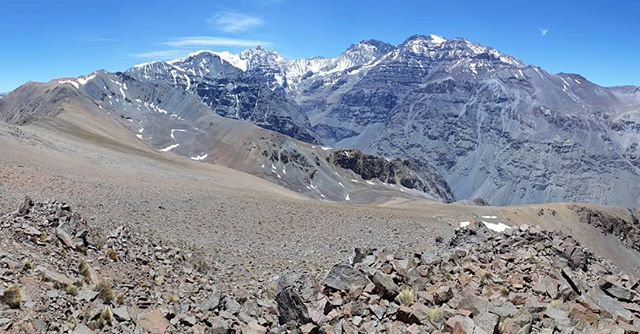 From the Summit of Cerro Manchón (3720m)  The Andes, Central Chile.  Cerro Altar, Cerro el Plomo, Cerro Leonera. Mountains of 5000m ^ . . . . . . . . . . #losandes #Santiago #trailrunning #mountains #escape #free #exploreyourdoorstep #runningfree #mountainrunning #screerunning