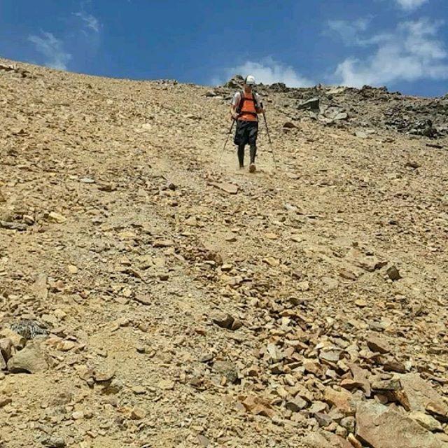 Descending a steep scree field.... Cerro Mancho (3720m) Day trip 1700m climb / descend . . . . . . . . . . . #trailrunning #running #mountains #skyrunning #exploring #traveling #southamerica #losandes #theandes #screerunning #fellrunning #hiking #rambling #trekking #thealps #elplomo #cerroleonera #santiago