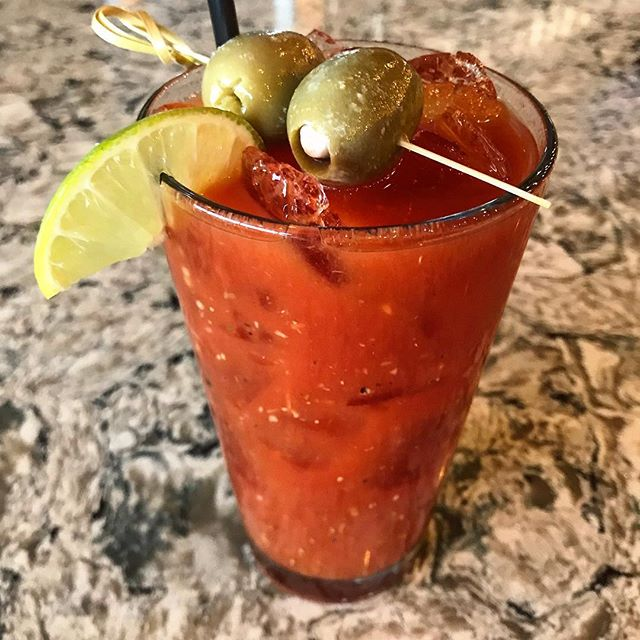 MONDAY FEELS. 🍅🍅 Thinking about this hearty + spicy #bloodymary from @consumelakezurich. 😁😁 Their homemade mix is bursting with flavor!