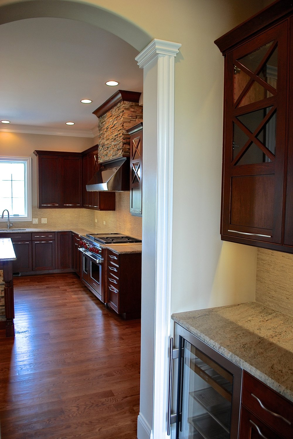 TRANSITIONAL BUTLERS PANTRY WITH GRASS BACKSPLASH TILE
