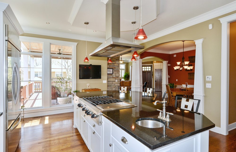 ISLAND COOK TOP WITH HOOD FROM CEILING
