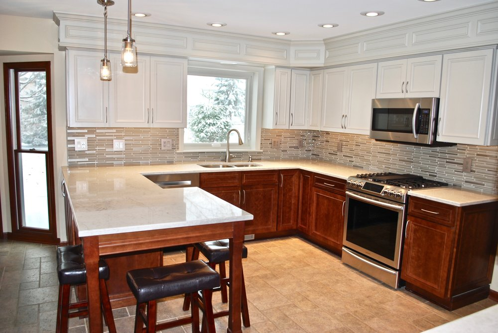 OPEN SEATING IN SMALLER KITCHEN