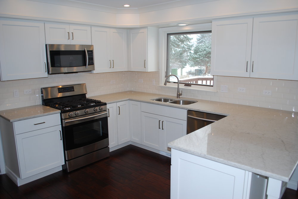 NAPERVILLE WHITE KITCHEN IN A MEDIUM SIZED HOME