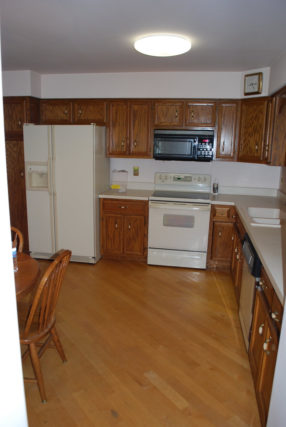 Kitchen Before Updating in this Naperville Illinois Townhome.  Updating Kitchens & Bathrooms in Naperville Illinois & Beyond.