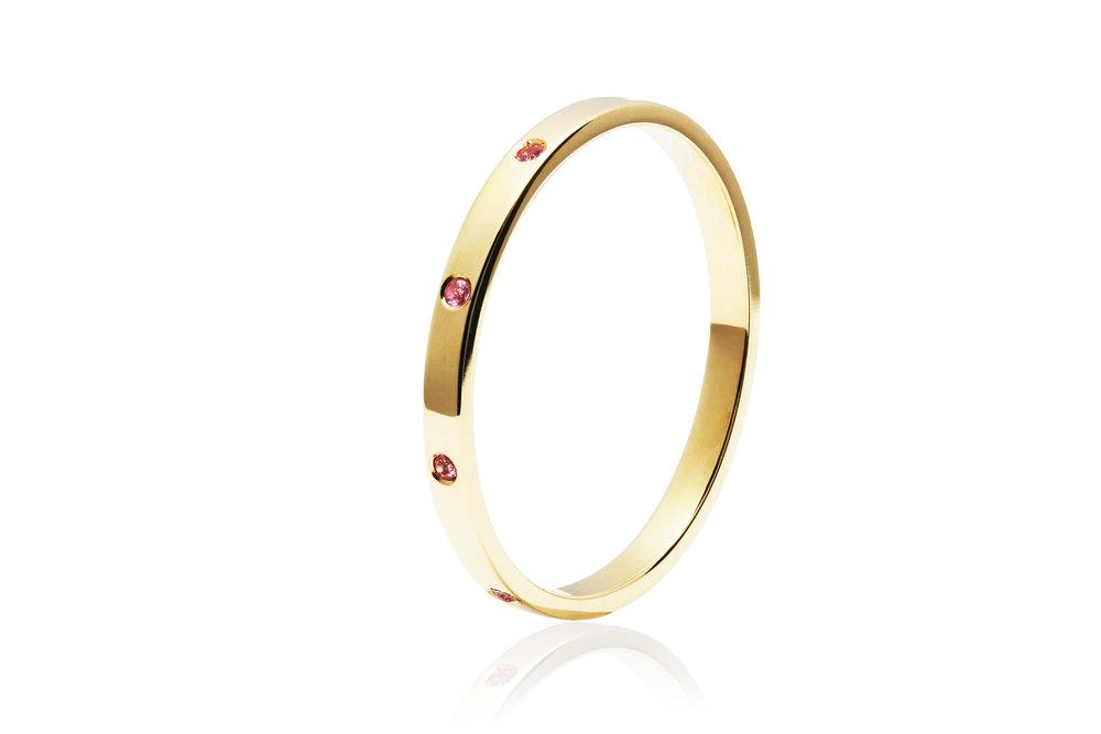 SAPPHIRE BAND | 18 karat yellow gold band with nine natural pink sapphires
