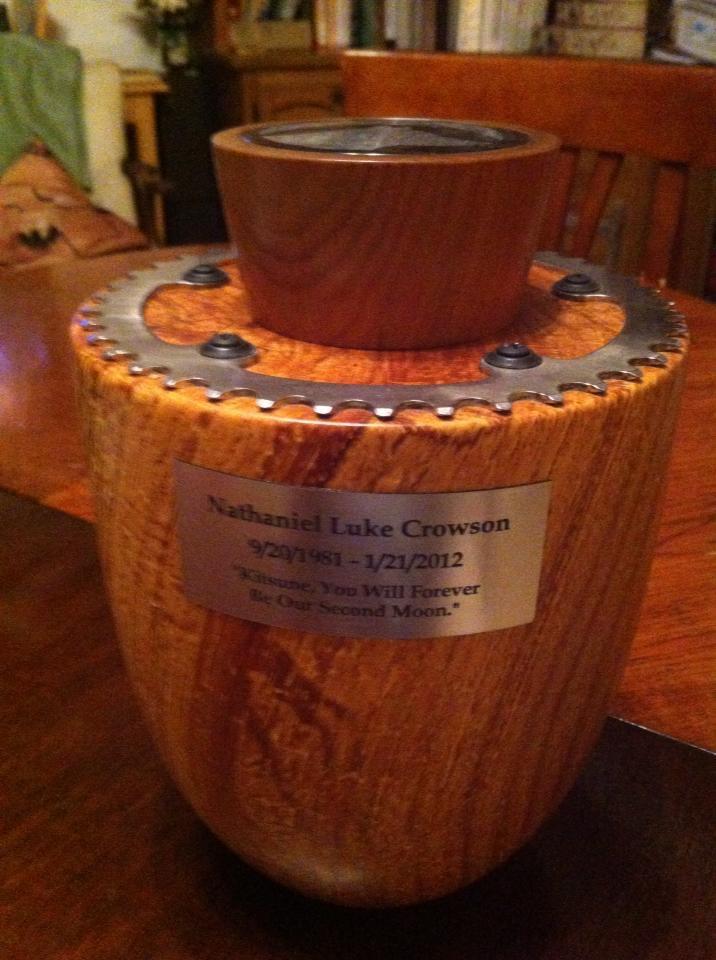 Nate's urn by Leo Frilot