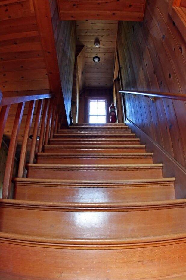 Schilling-lodge-txc-lake-Tahoe-rubicon-paradise-flat-pennoyer-interior-stairwell-2.jpeg
