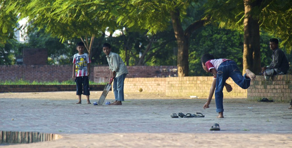 rayer bazar dhaka children playing cricket 4.jpg
