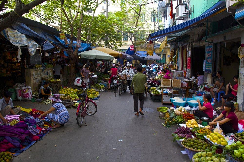 ba dinh hanoi street market.jpg