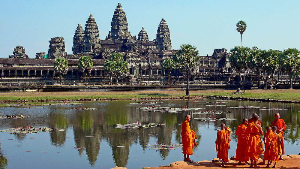 1024px-buddhist_monks_in_front_of_the_angkor_wat.jpg