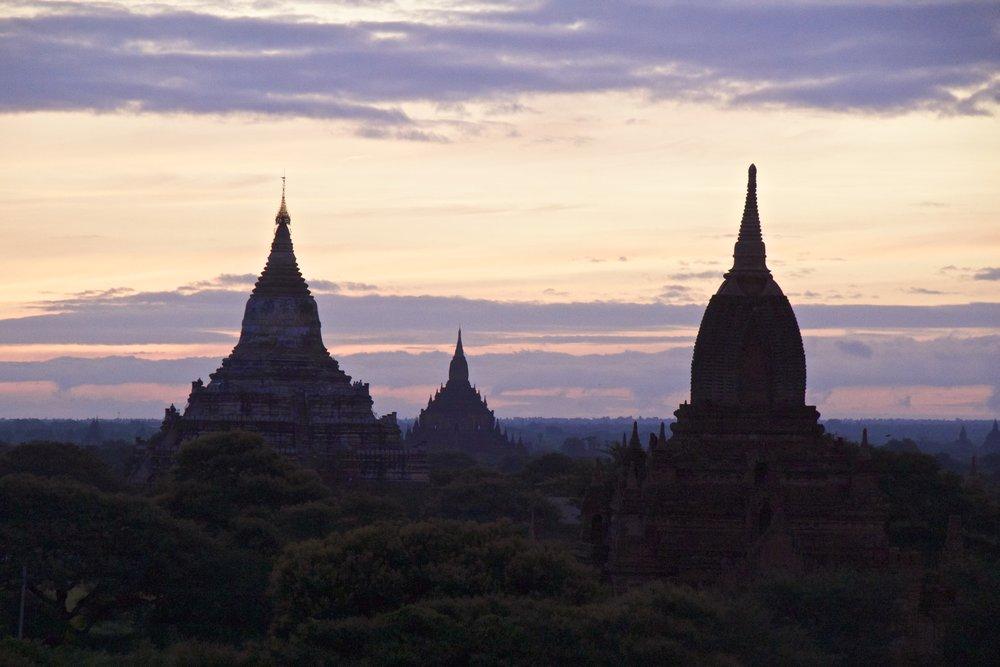 bagan burma myanmar temples sunrise 10.jpg