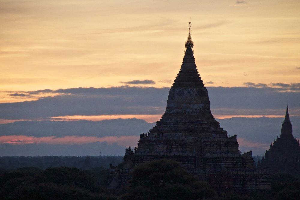 bagan burma myanmar temples sunrise 11.jpg