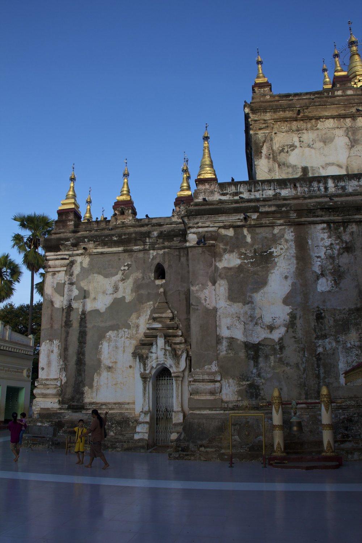 bagan burma myanmar buddhist monastery 1.jpg