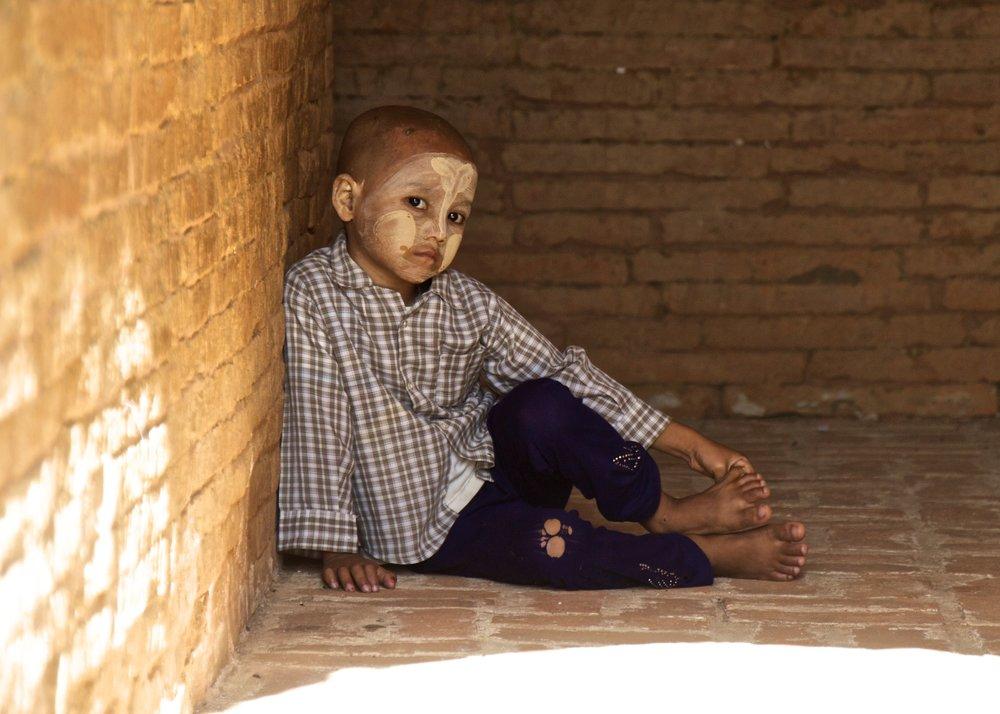 bagan burma myanmar burmese children thanaka 1.jpg