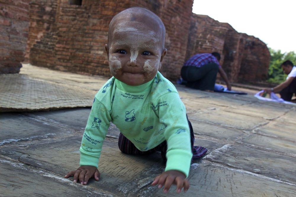 bagan burma myanmar burmese children thanaka 2.jpg