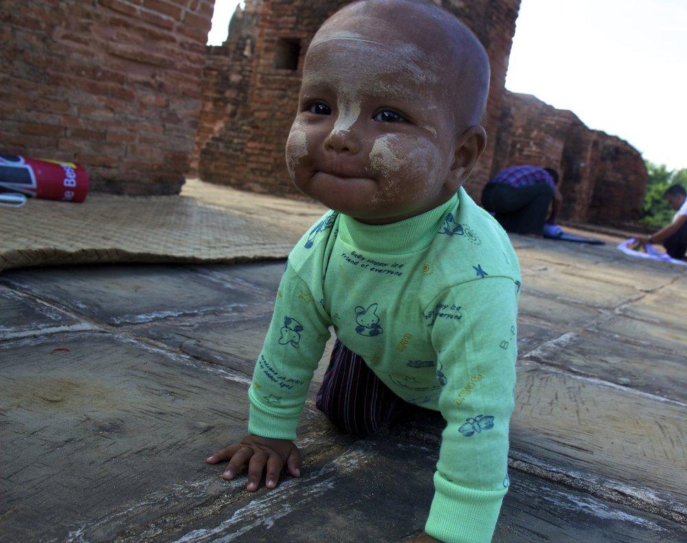 bagan burma myanmar burmese children thanaka 3.jpg