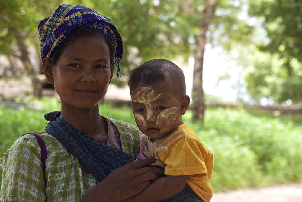 bagan burma myanmar burmese children thanaka 4.jpg