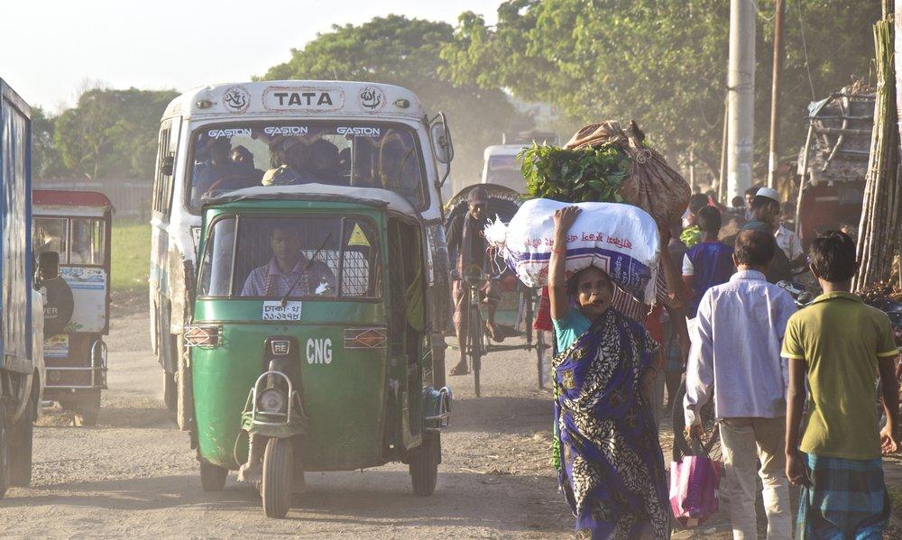 rayer bazar dhaka bangladesh roads 1.jpg