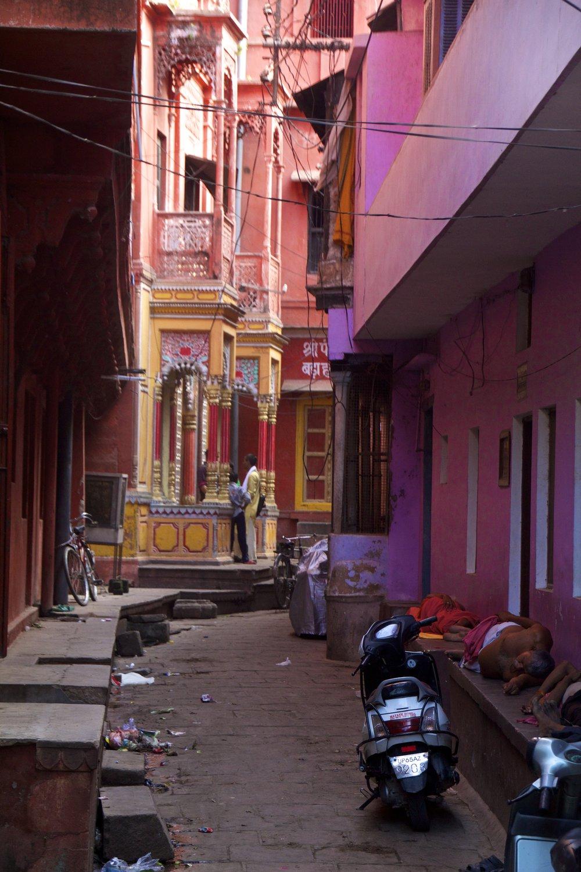varanasi india street photography 16.jpg