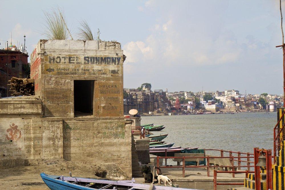varanasi ghats 11.jpg