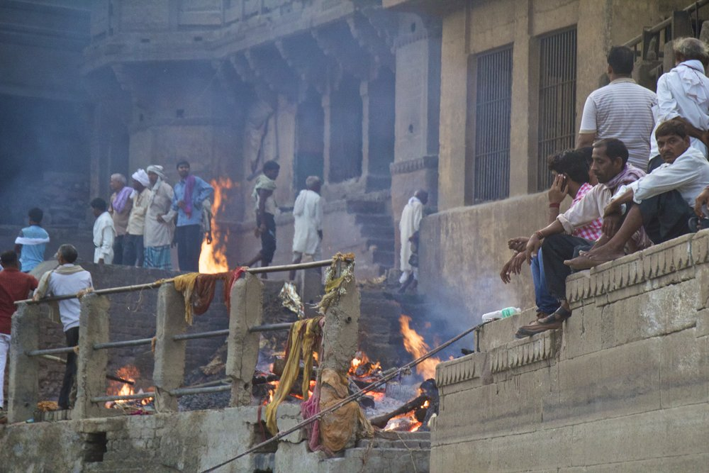 varanasi burning ghat bodies 2.jpg