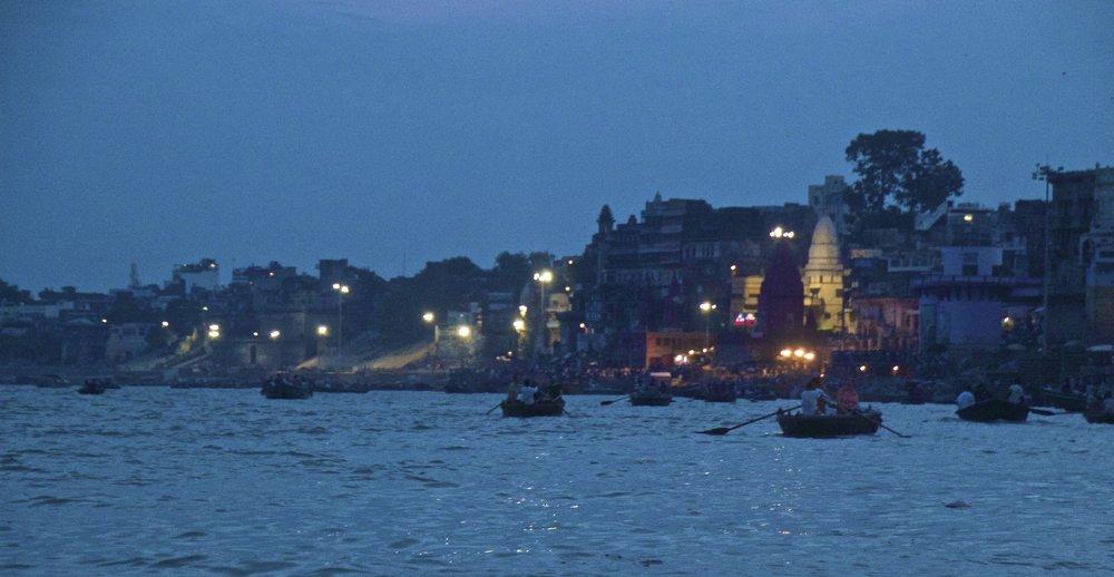 varanasi ghats sunset 5.jpg