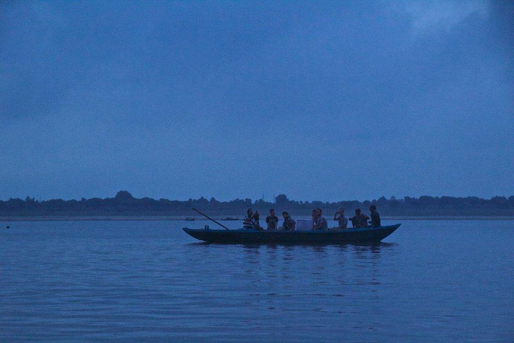 varanasi ghats sunrise 2.jpg