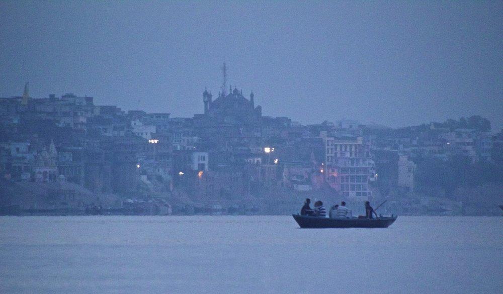 varanasi ghats sunrise 7.jpg