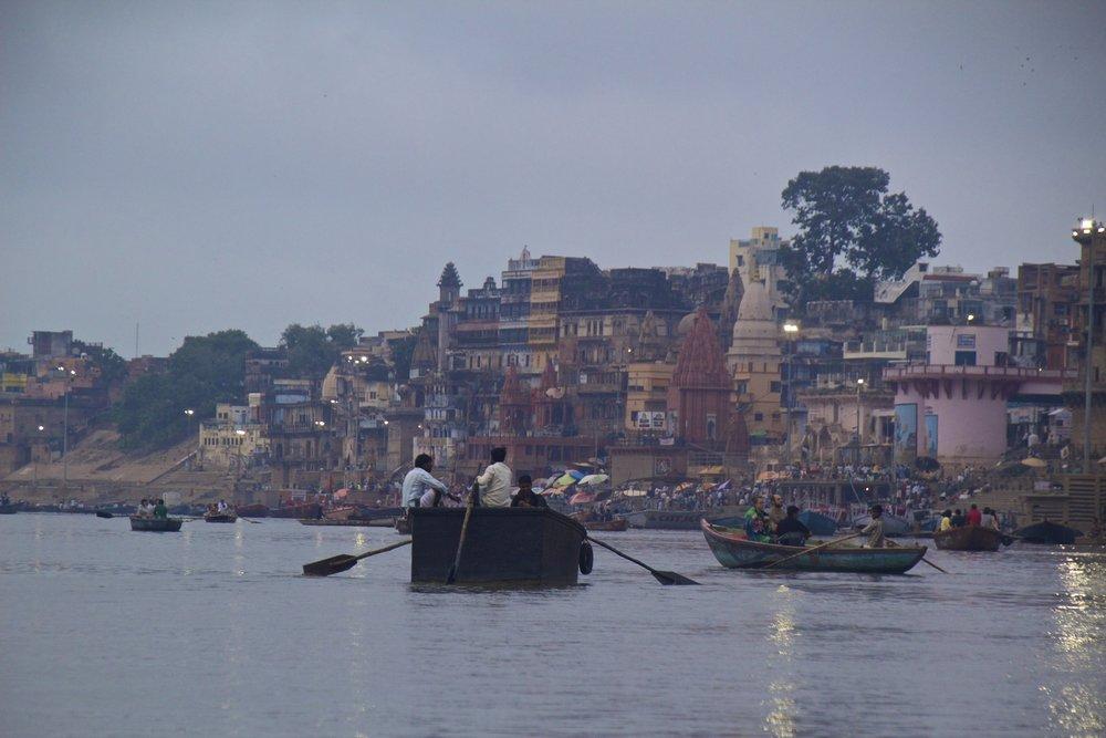 varanasi ghats sunrise 14.jpg