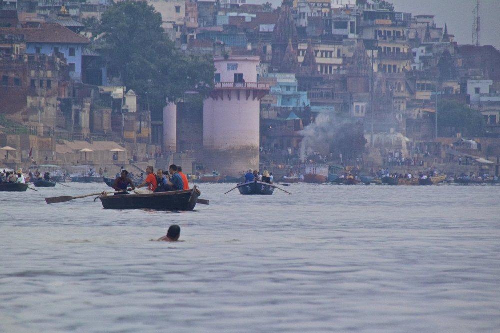 varanasi ghats sunrise 18.jpg