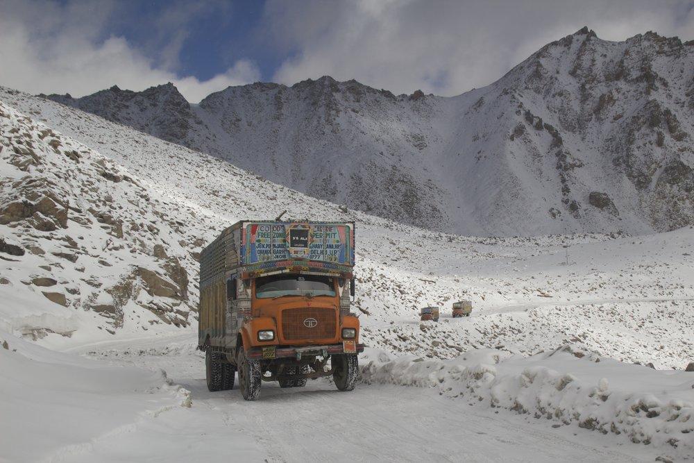 khardungla pass ladakh kashmir india himalayas photography roads 2.jpg