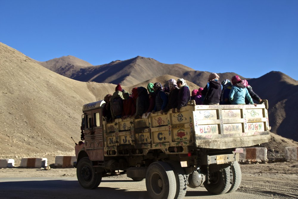 khardungla pass ladakh kashmir india himalayas photography migrant workers roads 3.jpg