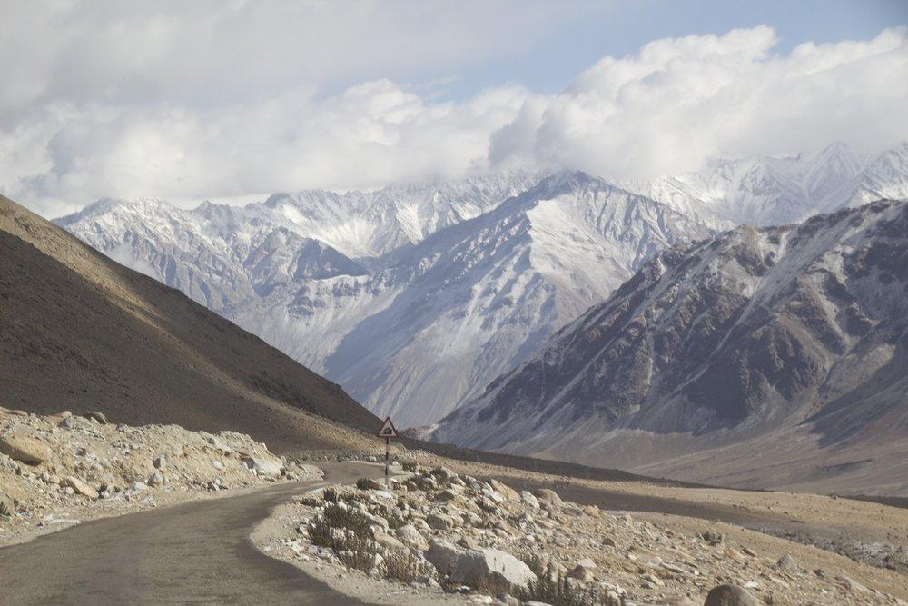 khardungla pass ladakh kashmir india himalayas photography roads 6.jpg