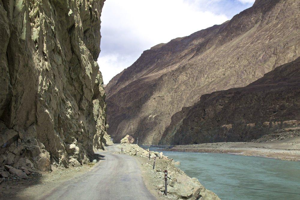 kashmir gilgit baltistan roads shyok river 1.jpg