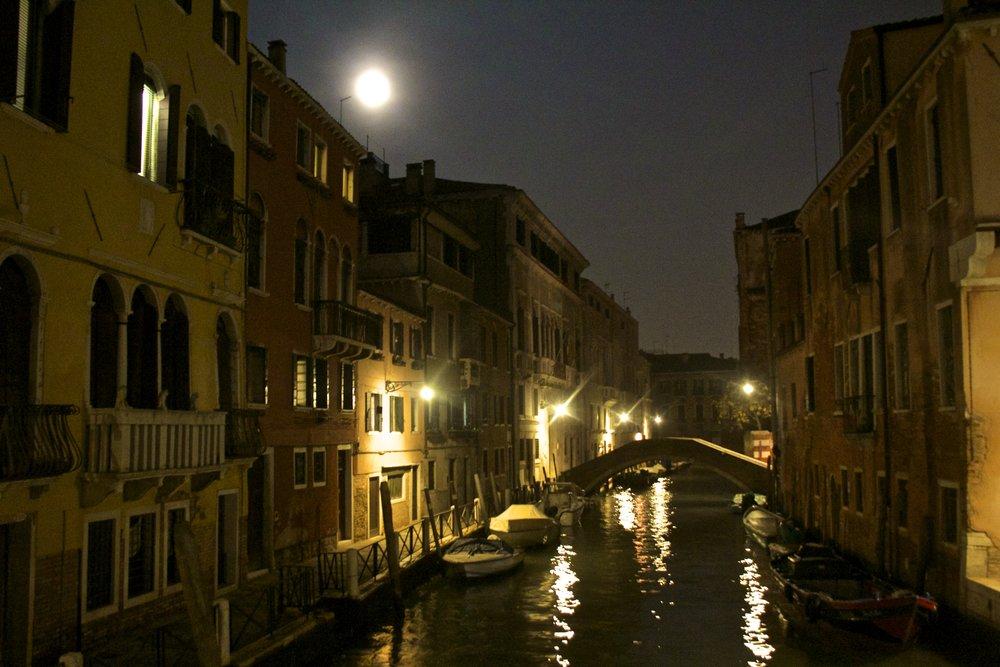 venice venezia veneto italy at night 13.jpg