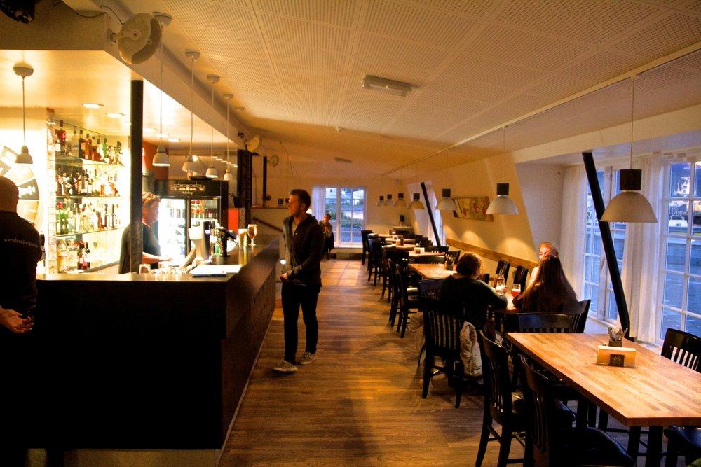 Edinborg Ísafjörður Bars 1.jpg
