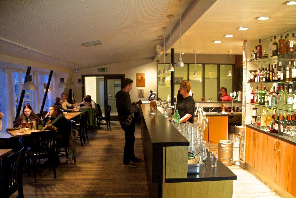 Edinborg Ísafjörður Bars 2.jpg