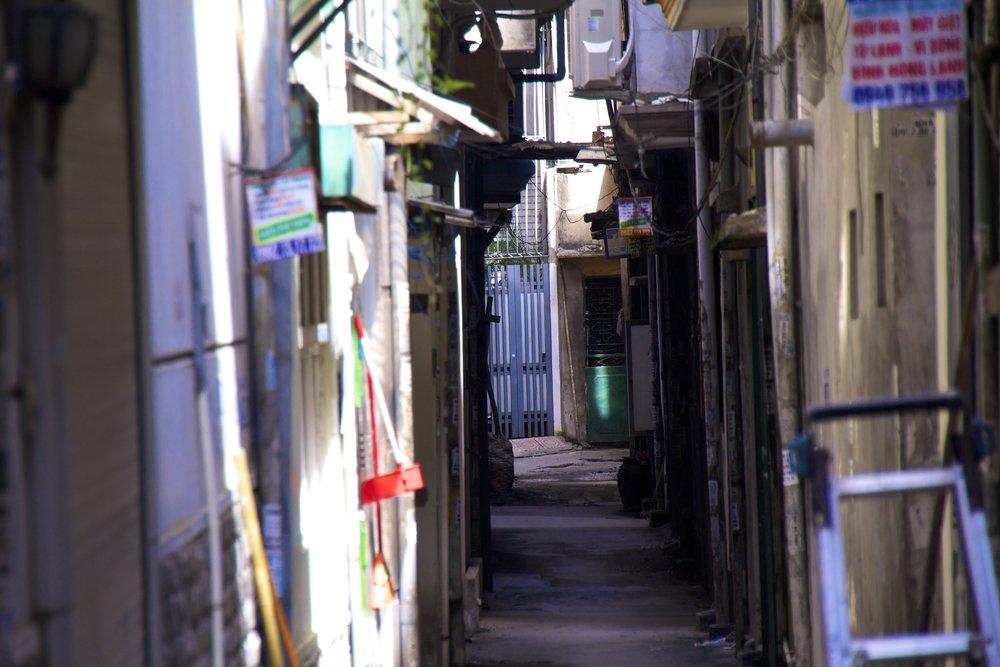 hanoi vietnam alley 1.jpg