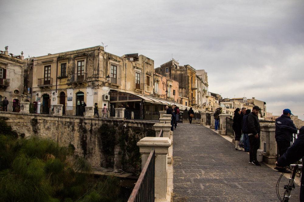 streets-ortigya-syracuse-sicily-5.jpg