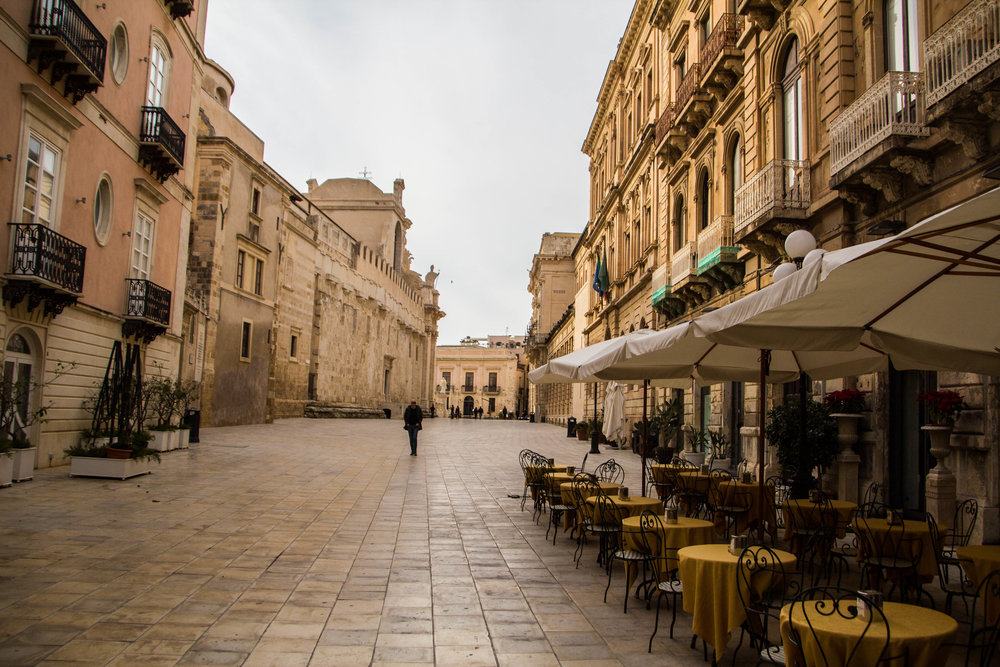 piazza-duomo-ortigya-syracuse-sicily-10.jpg