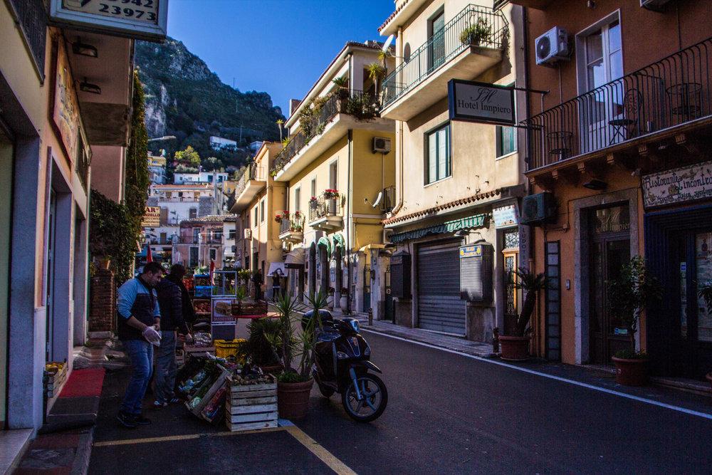 street-photography-taormina-sicily-5.jpg