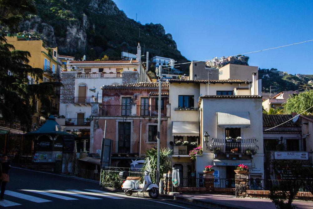 street-photography-taormina-sicily-6.jpg